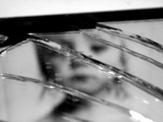 broken-mirror_2379470